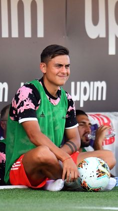 Amor😍😍😍😍 Soccer Guys, Football Boys, Football Players, Cr7 Junior, Juventus Players, Latest Football News, I Love La, Cool Socks, Cristiano Ronaldo