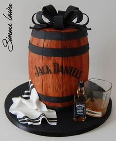 Jack Daniels barrel cake ♥the perfect Groom's Cake! Jack Daniels Torte, Festa Jack Daniels, Birthday Cakes For Men, Cake Birthday, Husband Birthday Cakes, Unique Cakes, Creative Cakes, Decors Pate A Sucre, Alcohol Cake