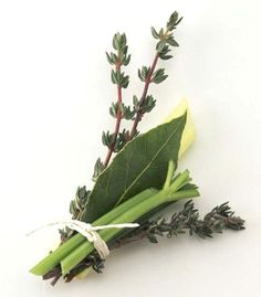 Bouquet Garni- suggested uses, a recipe for making a classic bouquet garni and several exquisite recipes demonstrating its use. B Food, Love Food, Spice Blends, Spice Mixes, Resto Paris, Bouquet, Spices And Herbs, Fresh Herbs, Aromatic Herbs