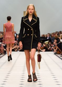 Get inspired and discover Burberry Prorsum trunkshow! Shop the latest Burberry Prorsum collection at Moda Operandi. Couture Fashion, Runway Fashion, Fashion Show, Womens Fashion, Fashion Design, Fashion 2016, Street Fashion, Fashion Brands, London Fashion Weeks