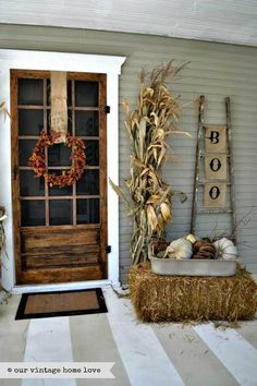 10 Farmhouse Halloween Decorating Ideas
