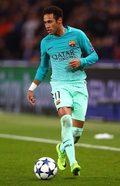 Neymar of Barcelona in action during the UEFA Champions League Round of 16 first leg match between Paris Saint-Germain and FC Barcelona at Parc des Princes on February 14, 2017 in Paris, France.