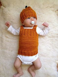 Little one and infant clothes, along with party long dresses, sleepsuits, vests and backyard clothes. Easy Scarf Knitting Patterns, Baby Booties Knitting Pattern, Baby Boy Knitting Patterns, Knit Vest Pattern, Knitting For Kids, Crochet For Boys, Crochet Baby, Beret Rouge, Baby Vest
