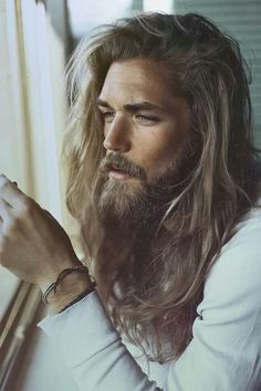Check Out 20 Classy Long Hairstyles For Men. Long hair might be the toughest men's hairstyle to pull off. Check out these pictures of up and coming models for 20 classy long hairstyles for men. Hipster Bart, Hair And Beard Styles, Hair Styles, Long Beards, Long Hair Cuts, Man With Long Hair, Long Hair Beard, Good Looking Men, Long Hairstyles