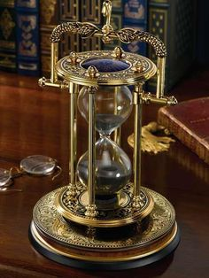 Steampunk inspired hourglass with a unique design Casa Steampunk, Design Steampunk, Victorian Steampunk, Steampunk Fashion, Victorian Era, Gothic, Steampunk Clock, Gadgets Steampunk, Science Fiction