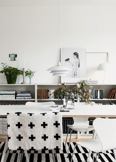 black and white modern dining room via Valentina Scandinavian Home, Dining Room Inspiration, Home Decor Inspiration, Billy Ikea, Living Spaces, Living Room, Home And Living, House Design, Living Room Ideas