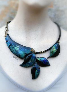 Collier original feuilles bleu et noir : Collier par bellou
