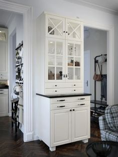 Arcezio - visualization solutions for Real Estate Ikea Bodbyn Kitchen, Built In Buffet, Glass Kitchen Cabinets, Kitchen Room Design, Home Upgrades, Kitchen Styling, Modern Interior Design, Kitchen Furniture, Home Kitchens