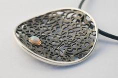Handmade Silber Halskette Opal Anhänger Runde von AlexDeHaro