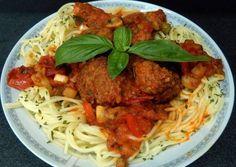 Olasz húsgombóc🍝 | Birkás Attila receptje - Cookpad receptek Spaghetti, Beef, Ethnic Recipes, Food, Red Peppers, Meat, Essen, Meals, Yemek