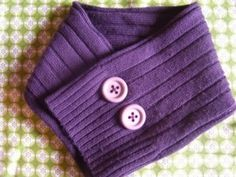 recyle a sweater to a warm neck cuddle Sewing Crafts, Sewing Projects, Sewing Ideas, Craft Corner, Love Sewing, Recycled Crafts, Diy Projects To Try, Neck Warmer, Diy Fashion