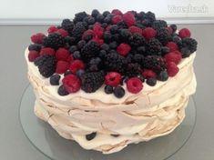 Pavlova torta s mascarpone krémom - Recept Best Cookie Recipes, Sweet Recipes, Mini Pavlova, Meringue, Cheesecake, Deserts, Food And Drink, Gluten Free, Meals