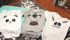 A step by step tutorial for making adorable baby onesies using the Silhouette Cameo. These ones have cute little animal faces! Baby Silhouette, Silhouette Cameo, Silhouette America, Silhouette Cutter, Silhouette Portrait, Baby Boys, Erwarten Baby, Diy Baby Gifts, Baby Crafts