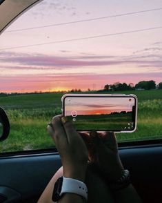 See more of its-always-summer's content on VSCO. Summer Aesthetic, Aesthetic Photo, Aesthetic Pictures, Summer Vibes, Photo Trop Belle, Dslr Photography Tips, Teen Girl Photography, Pretty Sky, Summer Goals
