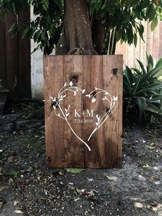 This wooden guest board is perfect for your guests to sign. The sign is composed This wooden guest board is perfect for your guests to sign. The sign is composed. This wooden gues Wood Wedding Decorations, Wooden Wedding Signs, Wedding Sign In Ideas, Free Wedding, Perfect Wedding, Wedding Day, Mahogany Color, Wedding Entrance, Wedding In The Woods