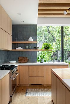 This Stewart-Schafer Brooklyn Kitchen Before and After Is Unrecognizable - - Stewart-Schafer renovated this Brooklyn kitchen from a tiny, sad, and dark space into an airy heart of the home. See the before and after transformation. Brooklyn Kitchen, New Kitchen, Kitchen Dining, Kitchen Decor, Kitchen Cabinets, Kitchen Ideas, Wood Cabinets, White Oak Kitchen, Kitchen Wood
