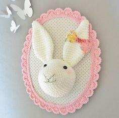 Trophée lapin rose poudré fait main au crochet : Décorations murales par ligne-retro