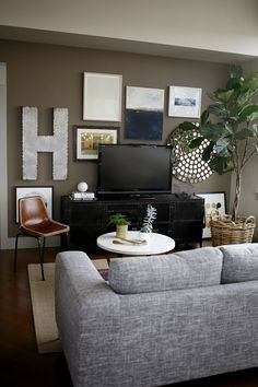 temporary city dwelling / Katie Hackworth / H2 Design   Build Styling around tv @ media wall