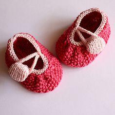 Ravelry: Rosy Baby Booties pattern by Julia Noskova
