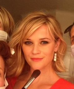 Reese Witherspoon bangs and messy bob Smart Hairstyles, Bob Hairstyles With Bangs, Short Hairstyles For Women, Hairstyle Short, Short Wavy Hair, Short Hair With Layers, Reese Witherspoon Hair, Resse Witherspoon, Haircut And Color