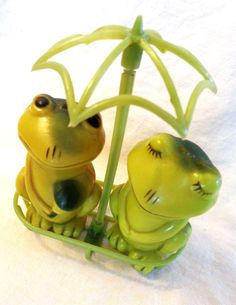 Vintage Frog Salt and Pepper Shaker. Green Spice by DustyOlRust, $14.00