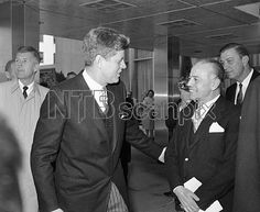 1961. 16 Mars. President John Kennedy takes the arm of Prof. Gaetano Martino, member of the Italian Parliament after ceremony celebrating the centennial of the Italian unification in Washington. Martino also is head of the Italian delegation to the United Nations general assembly. (AP Photo/RW)
