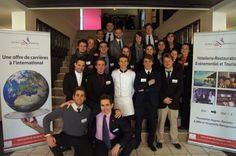 Les étudiants de Savignac (les MBA en année préparatoire, promotion 27, et les Bachelors in Events, Facilities & Catering Management, promotion 2) responsables de l'organisation de la journée Portes Ouvertes 2014 avec M. Richard Ginioux, co-Directeur de l'Ecole de Savignac