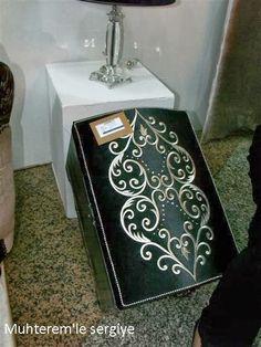 Haziran ayında Feshane'de düzenlenen İsmek genel sergisine ait resimlere makine nakışına ait resimlerle devam ediyoruz.  Bu yıl makine nak...