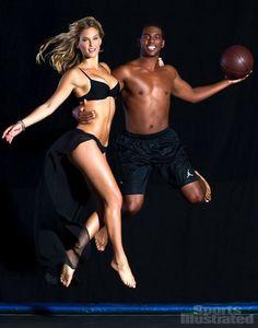 Pin for Later: Bar Refaeli adore poser en maillot de bain et on la comprend !!!  Elle a posé avec le joueur de basket Chris Paul en  2012 pour Sports Illustrated. Source: Sports Illustrated