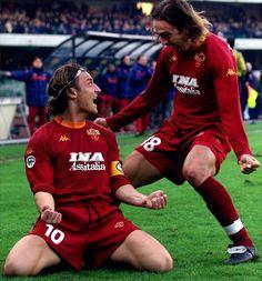 Totti y Batigol School Football, Football Jerseys, Football Soccer, Funny Football, As Roma, Soccer Stars, Sports Stars, Fc Barcelona, Football Design