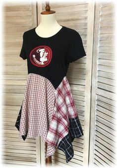 Made-to-Order Game Day College Tunic Upcycled Lagenlook Clothing Items, Upcycled Clothing, Clothing Redo, Refashion Dress, Redo Clothes, Game Day Shirts, College T Shirts, Altering Clothes, Cycling Outfit