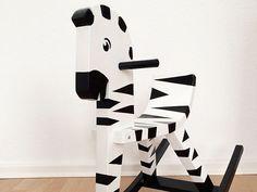 Tutoriales DIY: Cómo pintar un caballito de madera y convertirlo en cebra vía DaWanda.com