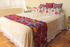Pie de cama bordado mexicano. Modelo 9