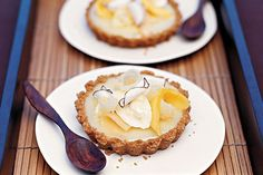 Coconut-cream tarts with tropical fruits