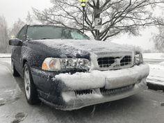 Snowy Volvo V70