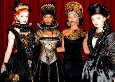 #Luzhina #JenkasFashion #renaissance #costumes #couture #runway
