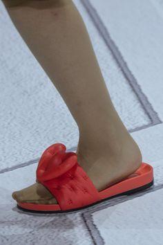 Anya Hindmarch at London Fashion Week Spring 2018 - Details Runway Photos