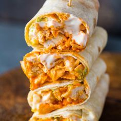 Spicy buffalo chicken wraps with ranch dressing are bursting with flavor and made in just 5 minutes! When I think buffalo 5 Minute Buffalo Chicken Wraps Pre Cooked Chicken, Cooking Chicken To Shred, How To Cook Chicken, Rotisserie Chicken, Cooking Steak, Shredded Chicken, Lunch Recipes, Mexican Food Recipes, Dinner Recipes
