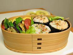 お弁当 *玉子焼き *夏野菜の重ね焼き *黒豆 *鮭のおにぎり