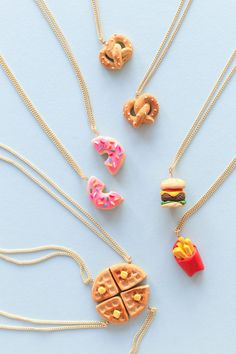 16 New Ideas For Gifts Bff Diy Ideas Friendship Necklaces Crea Fimo, Fimo Clay, Polymer Clay Projects, Polymer Clay Charms, Polymer Clay Creations, Polymer Clay Jewelry, Clay Crafts, Polymer Clay Kawaii, Felt Crafts