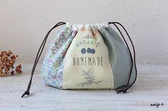 3つのはぎれと内側の生地を用意すればできるマロン巾着インスタでもご好評いただいていますフリーレシピです(by yunyun 2014.9.3 追記... ... Japanese Knot Bag, Japanese Sewing, Sewing Crafts, Sewing Projects, Organic Homemade, Diy Handbag, String Bag, Patchwork Patterns, Handmade Bags