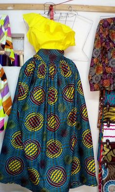 African Fashion Skirts, African Dresses For Women, African Print Fashion, African Attire, African Wear, Skirt Fashion, Fashion Fabric, Fashion Outfits, African Print Skirt