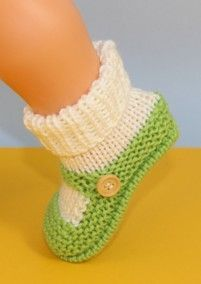 Baby One Button Sock and Slipper Booties by MadMonkeyKnits - Digital Vers. Baby One Button Sock and Slipper Booties by MadMonkeyKnits – Digital Version Source by les Knitted Baby Boots, Knit Baby Shoes, Knit Baby Booties, Baby Hats Knitting, Baby Knitting Patterns, Knitting Socks, Crochet Sandals, Crochet Shoes, Gestrickte Booties
