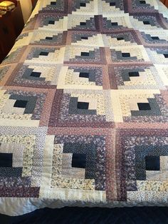 VINTAGE PRINTED BLUE WHITE  LOG CABIN HAND MADE QUILT