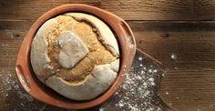 Υπέροχη συνταγή για ψωμί χωρίς ζύμωμα από τον Άκη Πετρετζίκη. Βρείτε τη συνταγή στο akispetretzikis.com & φτιάξτε ψωμί με αυτόν τον εύκολο τρόπο, χωρίς ζύμωμα. Knead Bread Recipe, No Knead Bread, Rum And Lemonade, Lemonade Slushie, Greek Bread, Protein Smoothie Recipes, Smoothies, Healthy Yogurt, Bread Ingredients