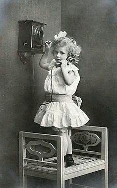Niña con telefono