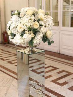 #atelierdual #bucharestforist #wedding #foral #floraldesign #weddingdecor Atelier Design, Design Floral, White Flowers, Wedding Decorations, Wedding Decor