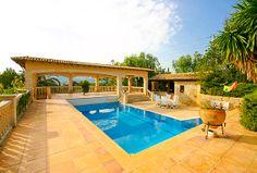 Finca Mallorca kaufen - Immobilien Nova - Ref. 60108  Establiments, Mallorca. Mallorca Immobilie: Herrliches Chalet in Establiments auf einem Grundstück von ca. 18.000 m² mit herrlichem Weitblick und einer Baufläche von ca. 635 m², aufgeteilt auf 3 Etagen mit 7 Schlafzimmern und 6 Bäder.   http://www.inmonova.com/de/property/id/514446-finca-mallorca-kaufen  http://www.inmonova.com/de/  #immobilien #mallorca #kaufen #finca #inmonova #nova