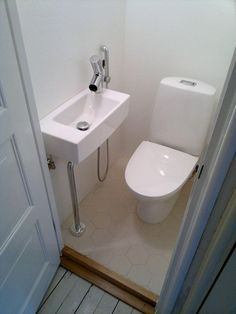 70 Genius Tiny House Bathroom Shower Design Ideas - All For Remodeling İdeas Tiny House Bathroom, Small Toilet Room, Bathroom Shower Design, Tiny Bathrooms, Bathroom Layout, Bathroom Decor, House Bathroom, Toilet Room, Bathroom Under Stairs