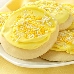 A simple easy to make lemon sugar cookie recipe.. Lemon Deluxe Sugar Cookies Recipe from Grandmothers Kitchen.